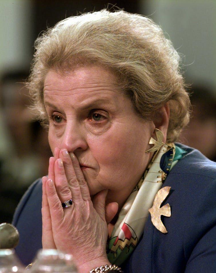 """La secrétaire d'État Madeleine Albright : """"Nous sommes la nation indispensable"""" - Crédit : AP/Joe Marquette"""